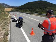 Accidente de moto, en el término de Aibar (Navarra).