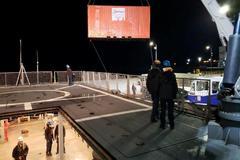 """El buque de la Armada chilena """"Marinero Fuentealba"""" se prepara para salir a contener un derrame de petróleo en el muelle de la Isla Guarello, a unos 250 km de la ciudad de Puerto Natales, en la región de Magallanes."""