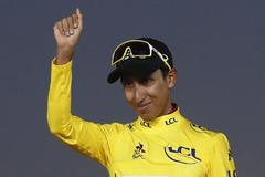 Paris (France).- Colombia's <HIT>Egan</HIT> <HIT>Bernal</HIT> of Team Ineos celebrates on the podium wearing the overall leader's yellow jersey after winning the 106th edition of the Tour de France cycling race following the 21st and final stage over 128km between Rambouillet and the Champs Elysees in Paris, France, 28 July 2019. (Ciclismo, Francia) EPA/