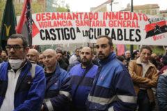 Trabajadores de Metro de Madrid protestan por el amianto.