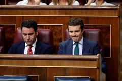 Teodoro García Egea y Pablo Casado, durante el debate de investidura en el Congreso.
