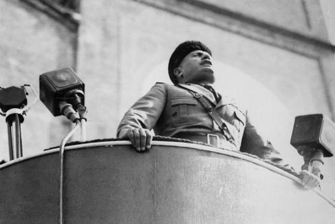 Benito Mussolini en Milán hacia 1920.