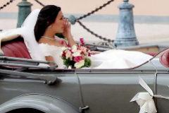 El atrevido vestido español que sorprende en la boda del hijo de Estefanía de Mónaco