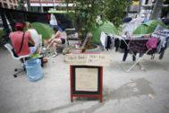 Acampados en el Paseo del Prado en protesta por la situación de los sin techo