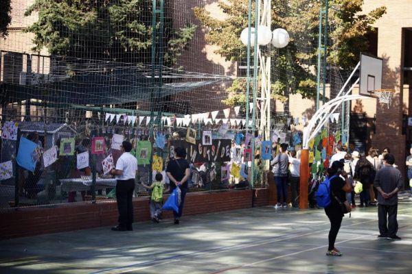 Imagen del patio de una escuela en Barcelona