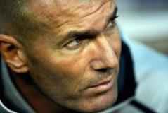 Zidane, en el banquillo durante un partido del Madrid.