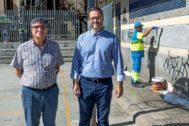 El presidente de Emaya, Ramon Perpinyà, con el alcalde de Palma, José Hila, ayer en la plaza Fleming.