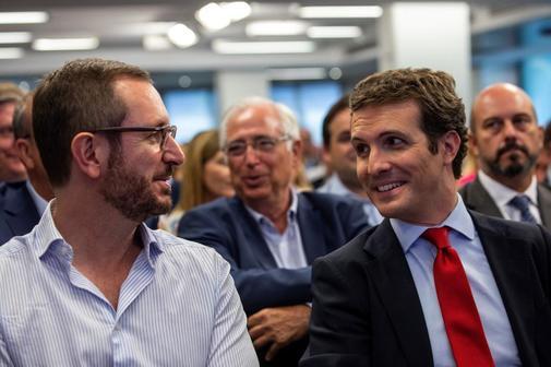 Javier Maroto y Pablo Casado, en la reunión de la Junta Directiva...