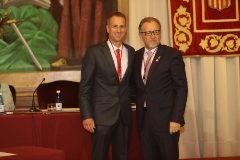 Manel Martínez (izq.) con el presidente de la Diputación de Castellón, ambos socialista, el día de la toma de posesión como diputado.