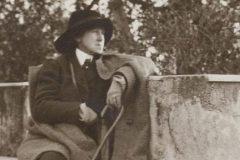Vernon Lee en su casa de Florencia en 1914.