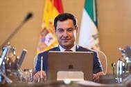 El presidente de la Junta de Andalucía, Juanma Moreno Bonilla, preside este martes el Consejo de Gobierno en el Palacio de San Telmo de Sevilla.