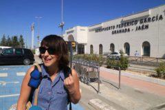 Juana Rivas en el aeropuerto granadino este martes desde donde viaja a Cerdeña (Italia)