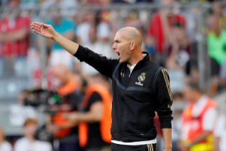 Munich (Germany).- Real Madrid's head coach Zinedine <HIT>Zidane</HIT> reacts during the Audi Cup soccer semi final match between Real Madrid and Tottenham Hotspur in Munich, Germany, 30 August 2019. (Alemania) EPA/