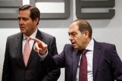 El presidente de ATA, Lorenzo Amor (derecha), junto al presidente de la CEOE, Antonio Garamendi.