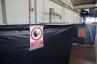 Carteles que alertan de la exposición al amianto