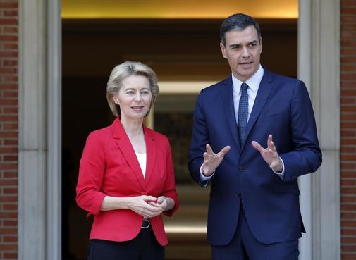Pedro Sánchez recibe en La Moncloa a la presidenta de la Comisión...