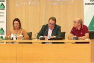 Nuria Montes, Juan Molas y Toni Mayor, este miércoles en Benidorm.