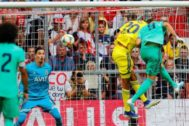 Benzema gana el salto a Bayindir para anotar el 2-1 en Múnich.