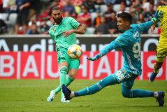 Benzema logra un 'hat-trick' y ofrece bálsamo a Zidane