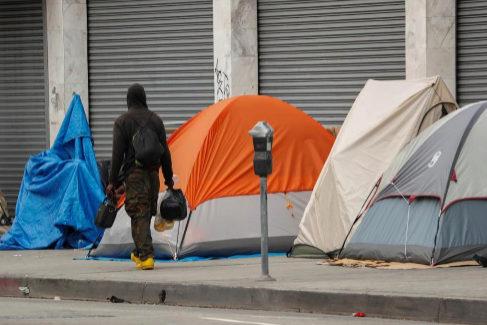Tiendas de campaña montadas por los 'sin techo' de Los Ángeles en Skid Row.