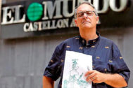Joan Montañés, Xipell, en la puerta de EL MUNDO Castellón al día.