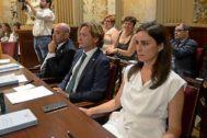 Sergio Rodríguez, Jorge Campos e Idoia Ribas en el Parlament el pasado 26 de junio.
