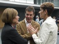 María Chivite (dcha.), junto a Uxue Barkos, que ha presidido el Gobierno navarro en la última legislatura.