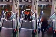 Los guardias de seguridad de Metro dejan inconsciente al hombre.