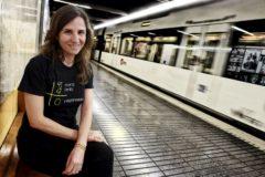 Beatriz Garrote con la camiseta de la asociación de las víctimas del metro.