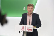 José Fiscal en su primera comparecencia como portavoz del PSOE andaluz en el Parlamento este jueves en la sede socialista de Sevilla.