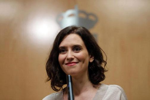 Isabel Díaz Ayuso, haciendo declaraciones sobre su investidura en la...