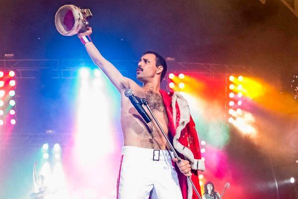 Pablo Padín como Freddie Mercury en un concierto de Dios Salve a la Reina.