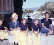 Don Juan Carlos y Doña Sofía con sus hijos en Marivent en 1975