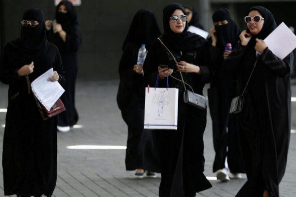 Estudiantes saudíes en Riad.