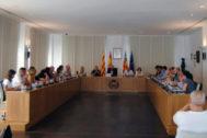 El alcalde, José Benlloch, preside la sesión plenaria extraordinaria celebrada este jueves en Vila-real.