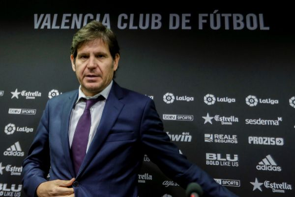 Peter Lim y Mateu Alemany zanjan la crisis del Valencia en Singapur: el director general seguirá en el club