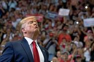 El presidente estadounidense, Donald Trump, gesticula en un mitin de su eterna gira 'Make America Great Again' en la ciudad de Cincinnati, Ohio.