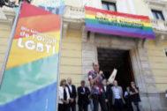 Miembros del colectivo LGTBI en una concentración durante el día del Orgullo Gay.