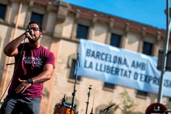 El rapero Valtonyc en una actuación en Barcelona, antes de su huida a Bélgica en 2018.