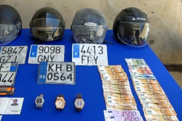 Dinero y artículos intervenidos por la Policía.