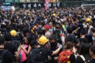 Manifestantes hoy en el distrito de Mongkok (Hong Kong)
