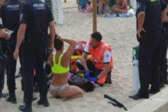"""El niño rescatado de morir ahogado en la playa: """"Pensaba que no me ibas a sacar porque soy negro"""""""