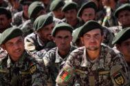 Soldados afganos en el acto de graduación en Herat.