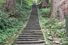 Haguro-san: los 2.446 escalones que llevan al templo más remoto