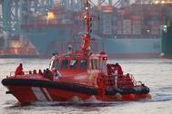 """La embarcación de Salvamento Marítimo """"Gadir"""" llega al puerto de Algeciras el pasado 21 de julio tras el rescate de 37 inmigrantes."""