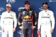 Verstappen, junto a Bottas y Hamilton, tras su 'pole' en Hungría.