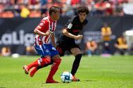 AME3740. <HIT>SAN</HIT> <HIT>LUIS</HIT> POTOSÍ (MÉXICO).- Juan Castro (i) de <HIT>San</HIT> <HIT>Luis</HIT> disputa el balón con Sergio Camello (d) de Atlético de Madrid este sábado, durante un juego amistoso en el estadio Alfonso Lastra de <HIT>San</HIT> <HIT>Luis</HIT> Potosí (México).