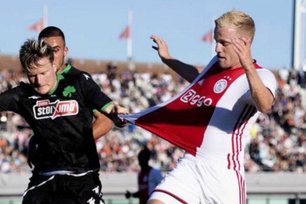 Amsterdam (Netherlands).- Ajax Amsterdam player Donny <HIT>van</HIT>...