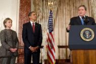 Holbrooke, junto a Obama y Hillary Clinton, en enero de 2009.