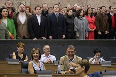 Arriba, los líderes de PP, Ciudadanos y Vox en la foto de Colón del pasado febrero; abajo, María Chivite (en primer término), observada por los diputados de Bildu (al fondo) tras ser elegida presidenta de Navarra gracias a su abstención.